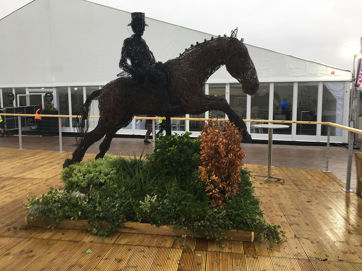 Latest sculpture in copper wire to be exhibited at last week's Cheltenham Races